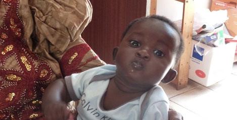 Der kleine Musa Camara (3) nach der Operation