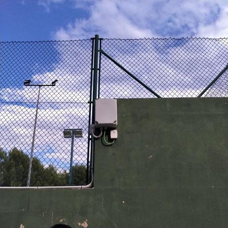 Instalación en campo de pádel el receptor autónomo de fermax, nearkey, para controlar la iluminación