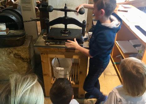 papierpresse, papierschöpfen, Werkstatt