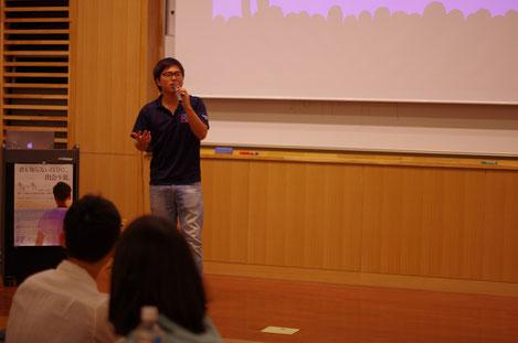 写真は、去年の夏休みに、留学フェローシップというNPOの活動の一環で講演をしたときのものです。