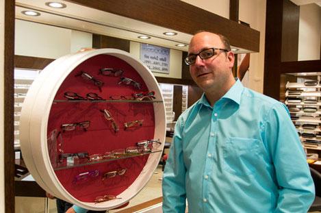 Individuelle Brillenberatung durch Augenoptikermeister Peter Lauff bei Brillen Buschmann