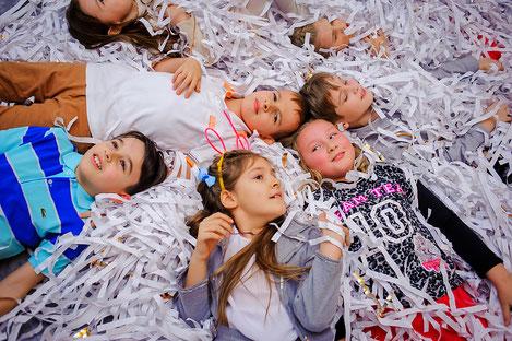 Бумажное шоу на детский праздник день рождения ребенка Москва