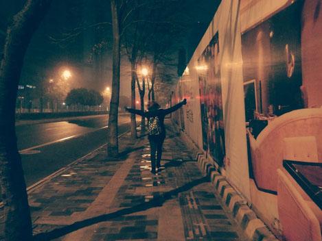 Muss manchmal einfach sein: Auf der Straße rumtanzen, falsch bei Eminem mitrapen und Chinesen anbrüllen :D