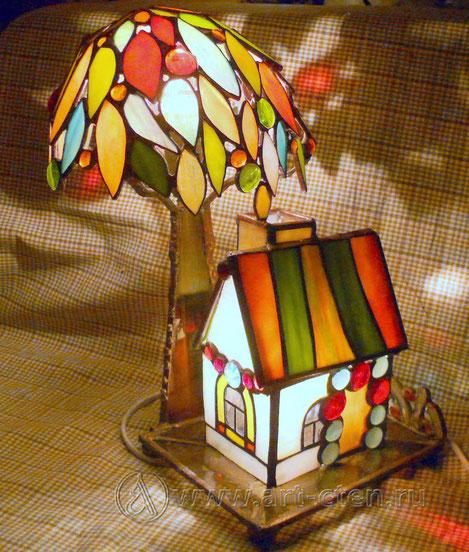 """№7 Витражный домик  с деревом """"Домашний Очаг""""."""