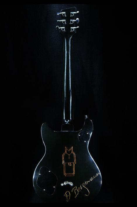 David Bergmann Gitarre Steampunk Instrumentenbau schnitzerei Holz solidbody vintage strings Skulptur sculpture Art