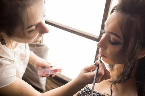 Schminken lernen für Teenager, Mädchen Kurs und Workshop als Geschenkidee oder Geburtstagsparty in Berlin, Hamburg, Leipzig, Köln