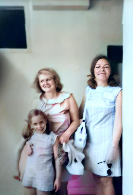 1969, India : Ruth ( right ) and her daughter Leslie with Virginia Rudd