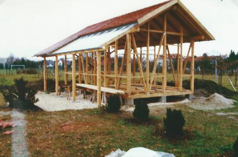 Das Garten-/Gerätehaus ist im Rohbau fertig.