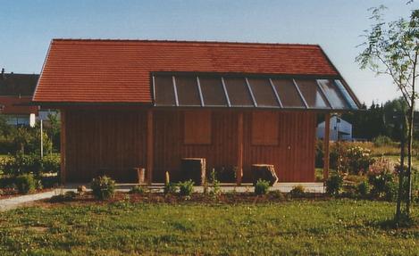 Ein schmuckes Gartenhaus steht jetzt im Lehrgarten des Gartenbauvereins.