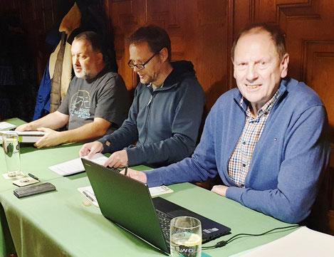v.l.: Der Präsidiumstisch Michael Alt, Sebastian Kleffner, Albert Vosseler