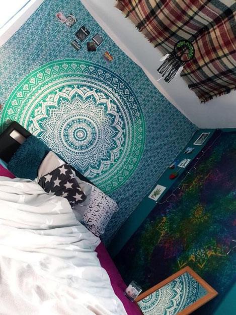 Großes Mandala Wandtuch im Wohnzimmer