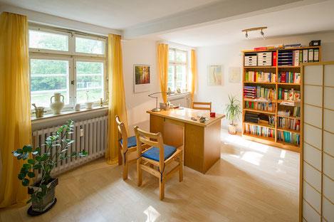 Behandlungsraum der Naturheilpraxis Dagmar Gerks in der 1.Etage des Kurhaus Güthenke