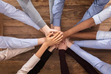 Teamwork Zusammenhalt & gegenseitige Unterstützung