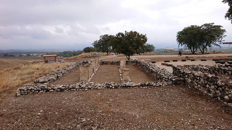 Excavations of the iving quarters at Tel Hazor