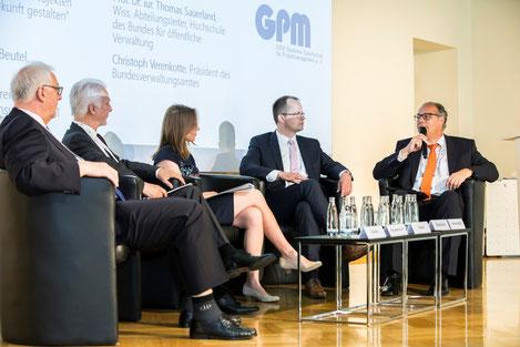 V.l.n.r.: Rainer Beutel (KGSt), Norman Heydenreich (Management Akademie Weimar), Ina Gamp (GPM), Prof. Sauerland (Hochschule des Bundes), Christoph Verenkotte (Bundesverwaltungsamt), Foto: www.paulhahn.de