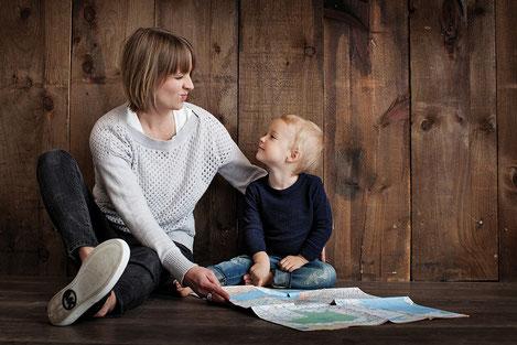 La compatibilté entre vie professionnelle et vie familiale pèse encore largement sur le choix de carrière des femmes. crédit photo : Pixabay©3643825
