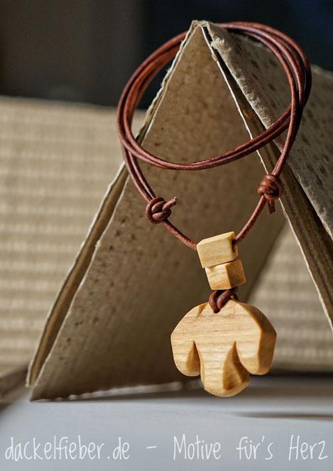 Schmuck aus Holz Dackel