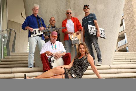 JONES, die funk & soul liveband aus Hamburg - die Partyband für Club, Straßenfest, Privat - Firmenevent in Norddeutschland. Groove aus den 70er, 80er und heutigen Jahren.