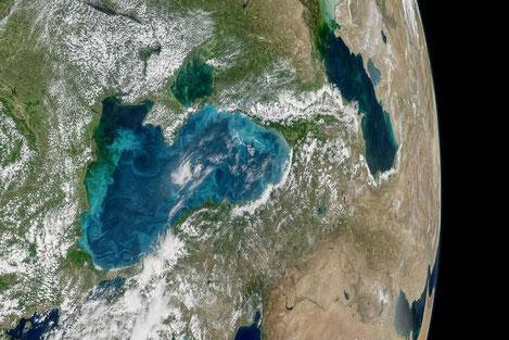 NASA: Черное море меняет цвет!