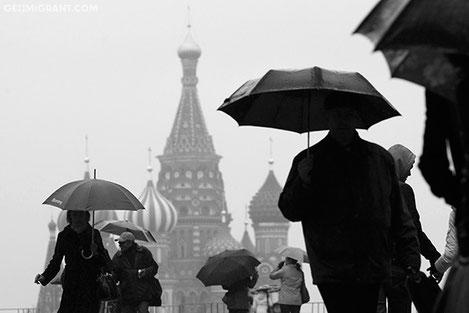 Опрос: Как люди в России относятся к Грузии