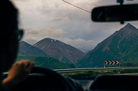 В Грузии ввели обязательную страховку для машин с иностранными номерами