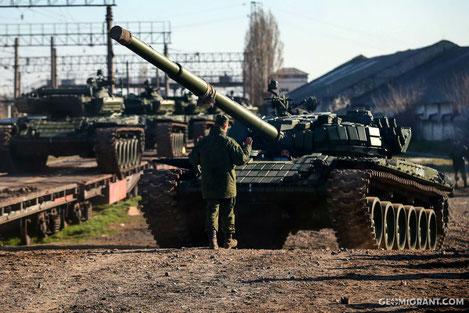 Российская бронетехника массово покидает базы в Абхазии