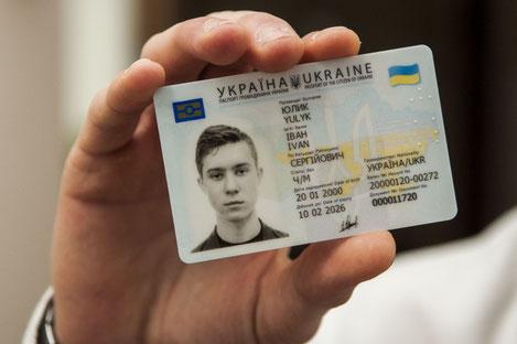 С сегодняшнего дня граждане Грузии и Украины могут ездить друг к другу без загранпаспортов