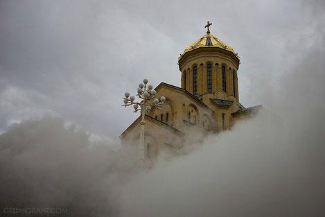 В Тбилиси загорелся главный кафедральный собор