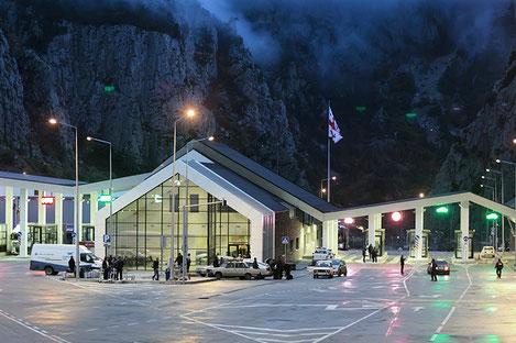 КПП «Верхний Ларс» попал в список 9 самих необычных государственных границ в мире