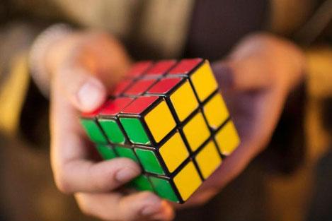 Житель Грузии побил мировой рекорд по сборке «Кубика Рубика»