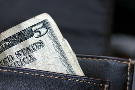 В Грузии запретят торговлю в долларах