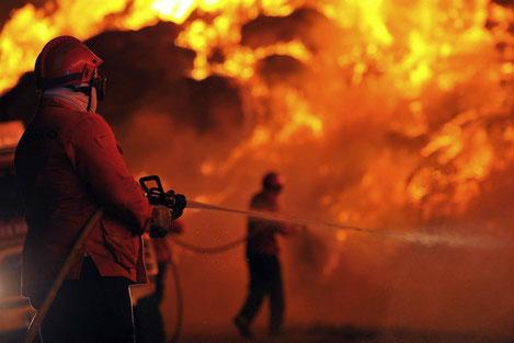 В Тбилиси горит центральный рынок