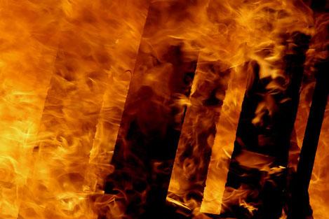 В Тбилиси горит крупнейший рынок города