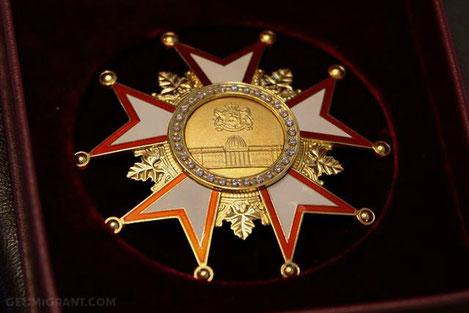 Нона Гаприндашвили награждена «Орденом Сияния»