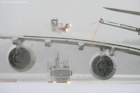 В Грузии в чрезвычайном режиме ведут борьбу по ликвидации последствий снегопадов