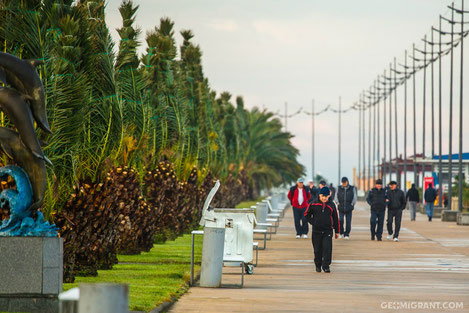 Чем привлекает туристов в прошлом советский курорт Батуми