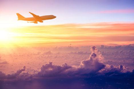 В следовавший из Грузии в Грецию самолёт ударила молния
