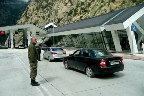 На КПП «Верхний Ларс» ликвидировано скопление автотранспорта