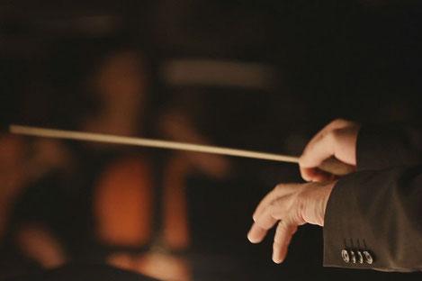 Праправнук Иосифа Сталина впервые дирижировал государственным оркестром Грузии