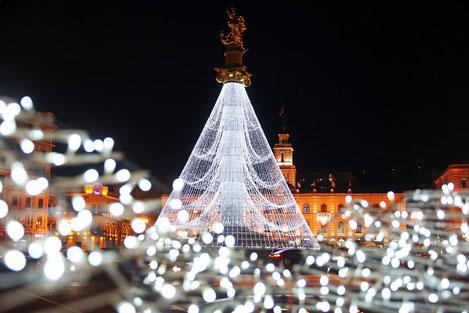 Зажглась главная новогодняя елка Грузии