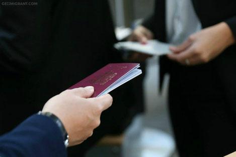 Абхазы и осетины активно берут Грузинские паспорта