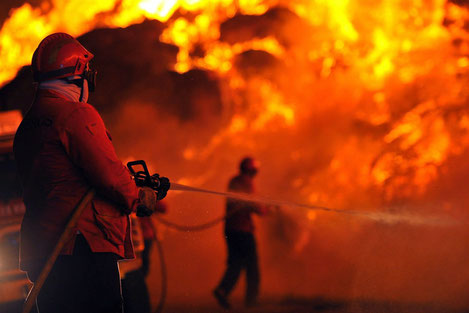 В Тбилиси полностью сгорели здания «Детского мира» и «Золотой биржи»