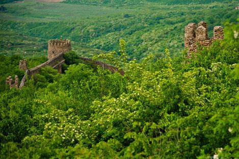 Чем манит влюбленных город, который скрывается в горах Грузии