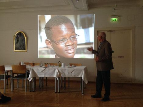 Dr. Karl-Heinz Köhler beim Vortrag am Vincentinum in München