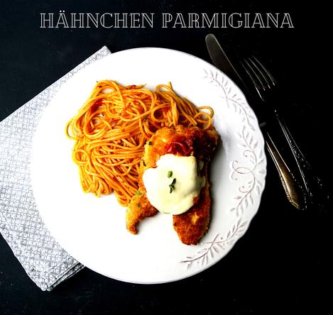 Hähnchen Parmigiana - Spaghetti, Tomatensauce, Käse und zartes paniertes Hühnerfilet
