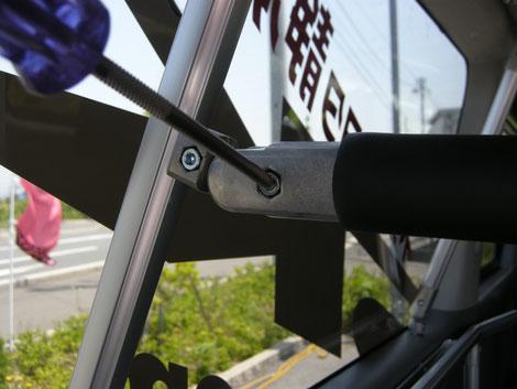 ネッツトヨタ静浜ディーラカスタムASKの室内キャリアならボードや脚立を積載することができるトランポプロ全面ラック伸縮式です。