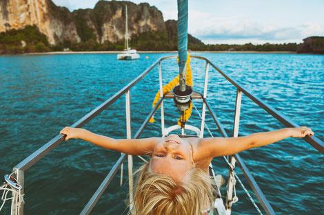 Mitsegeln Griechenland Athen Katamaran, Familienreise Segelurlaub, Peloponnes, Kykladen, Katamaranurlaub, Familiensegeln mit Kinder, Single mit Kind.