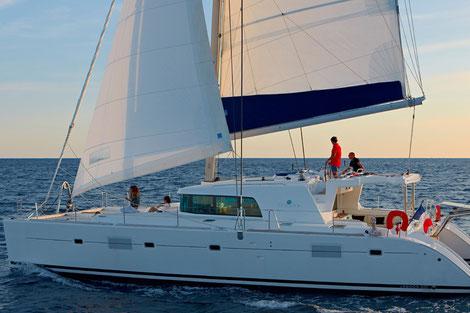 Katamaran-Segeltörn mit Skipper Athen Kykladen, Mitsegelreise Peleponnes, Segeln mit Skipper Korfu