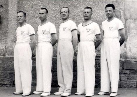 dto. - Bezirksmeister B-Mannschaft 1952/1953 - v.links n. rechts: Adolf Winter, Sommer, Graf, Heinrich Will, Sauter