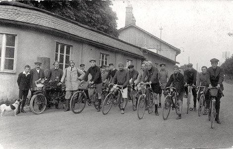 Radrennen, 4ter v.r. Adolf Winter, 9ter v.r. Heinrich Stützel
